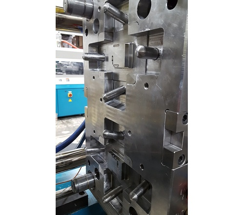 Plastic-Molding-Project_Equipment.jpg